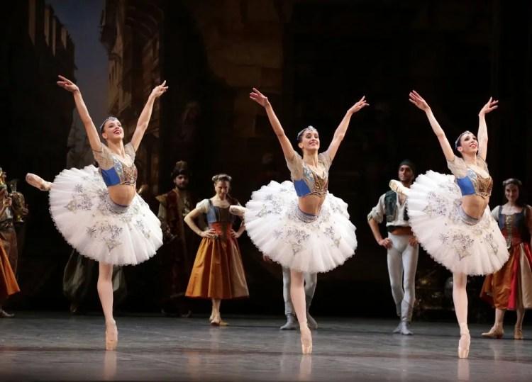 Le Corsaire, Virna Toppi, Alessandra Vassallo and Maria Celeste Losa, photo Brescia e Amisano, Teatro alla Scala 2018