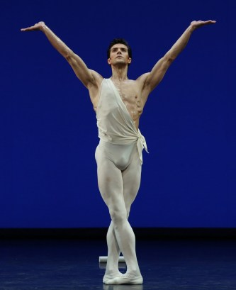 Apollo choreography by George Balanchine© The George Balanchine Trust Roberto Bolle, photo by Brescia e Amisano Teatro alla Scala (2)