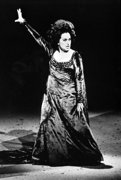 Leyla Gencer in Macbeth, photo by Lelli e Masotti