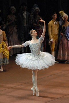 Svetlana Zakharova in The Sleeping Beauty, photo Marco Brescia Teatro alla Scala