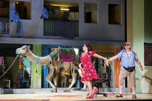 L'italiana in Algeri 2018, Cecilia Bartoli (Isabella), Alessandro Corbelli (Taddeo)  © Salzburger Festspiele, Monika Rittershaus