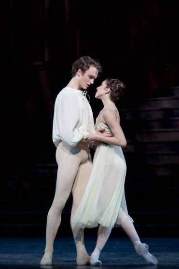 Romeo & Juliet. Matthew Ball as Romeo, Yasmine Naghdi as Juliet ©ROH, 2015. Photographed by Alice Pennefather