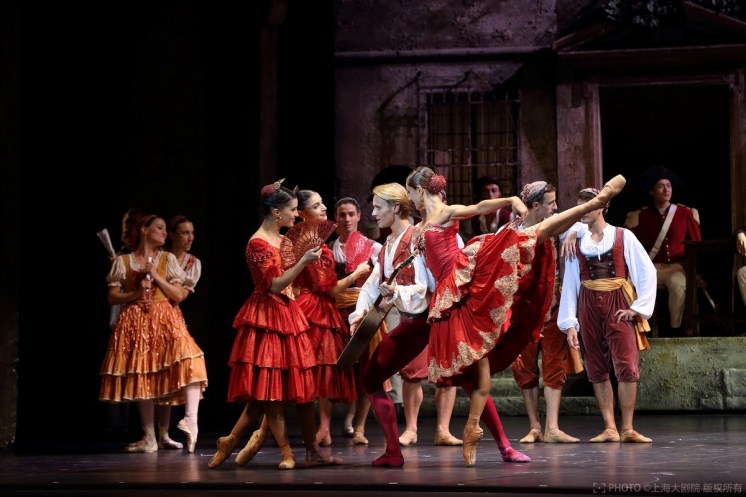 La Scala at the Shanghai Grand Theatre in Don Quixote with Nicoletta Manni and Timofej Andrijashenko, photo © Shanghai Grand Theatre