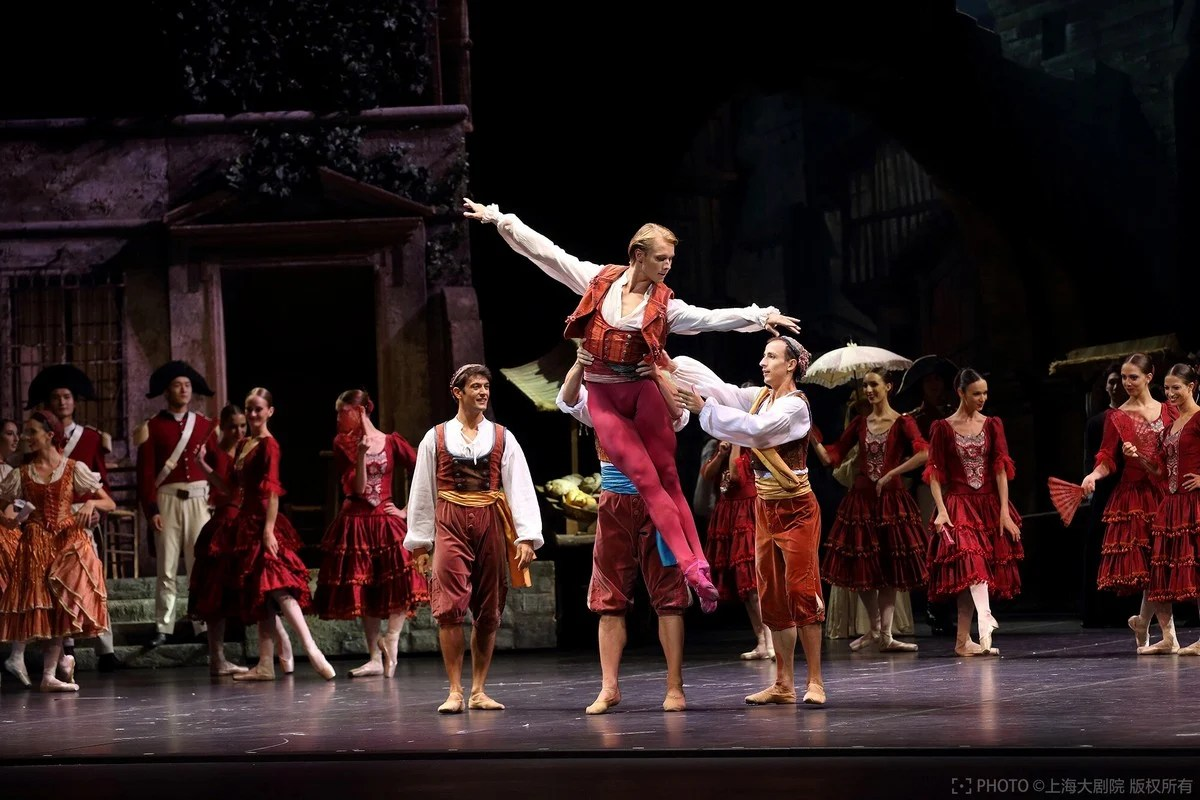 La Scala at the Shanghai Grand Theatre in Don Quixote with Timofej Andrijashenko, photo © Shanghai Grand Theatre