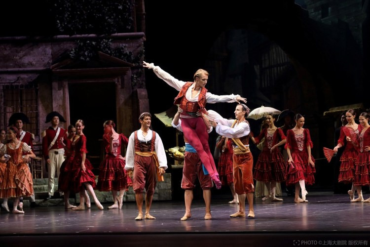 La Scala at the Shanghai Grand Theatre in Don Quixote with Timofej Andrijashenko, photo © Shanghai Grand Theatre