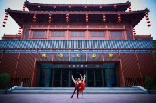 La Scala in Xi'an - Virna Toppi and Claudio Coviello in front of the Shaanxi Performing Arts Centre, photo by Wanh Ning