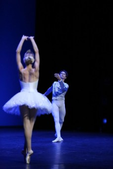 Myriam Ould-Braham and István Simon performing the white swan pdd in Barcelona, photo by Sila Avvakum 2