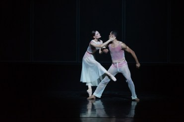 21 Embrace by George Williamson with Brandon Lawrence and Delia Matthews © Dasa Wharton, Birmingham Royal Ballet 2018 01