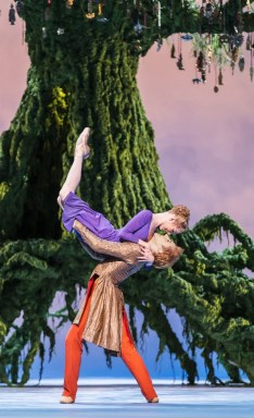 The Winter's Tale. Sarah Lamb as Perdita, teven McRae as Florizel. ©ROH, Johan Persson 2014