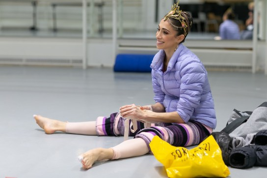 Yasmine Naghdi prepares for Gamzatti, photo by Dasa Wharton 08