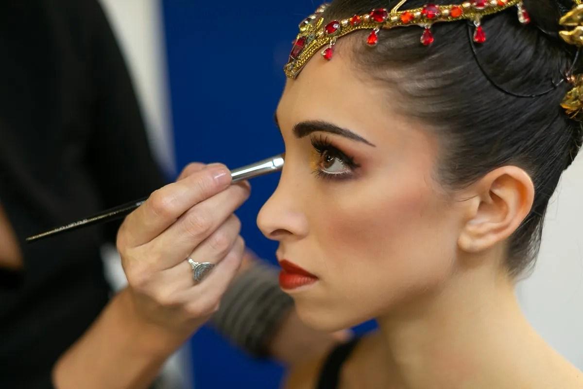 Yasmine Naghdi prepares for Gamzatti, photo by Dasa Wharton 22