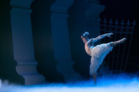 Matthew Ball in Matthew Bourne's Swan Lake, photo by Dasa Wharton, 2018 19