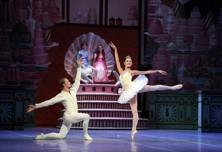 George Balanchine's The Nutcracker®, Nicoletta Manni and Timofej Andrijashenko, photo by Brescia e Amisano, Teatro alla Scala 2018 02