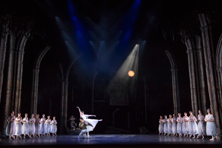 Giselle, with Jenna Roberts as Giselle and Iain Mackay as Albrecht, photo by Bill Cooper, Birmingham Royal Ballet
