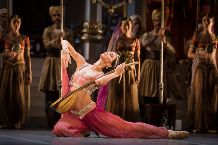 La Bayadère by Alexei Ratmansky withPolina Semionova, photo by Yan Revazov, Staatsballett Berlin
