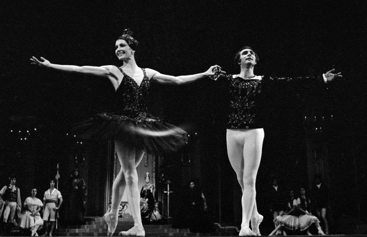 Roberto Fascilla in 1974 in Swan Lake with Carla Fracci, photo by Erio Piccaglaini