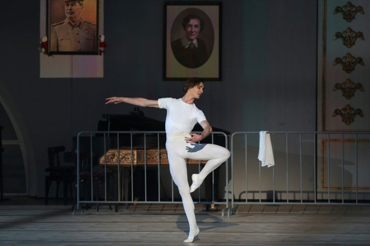 Vladislav Lantratov as Nureyev, photo by Yusupov