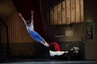 Isaac Hernández in Le Jeune Homme et la Mort, photo by Laurent Liotardo 01