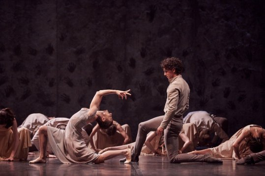 Alina Cojocaru and Isaac Hernandez in Akram Khan's Giselle © Laurent Liotardo