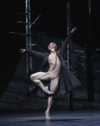 Frankenstein. Wei Wang as The Creature. ©ROH 2019. Photographed by Andrej Uspenski 02
