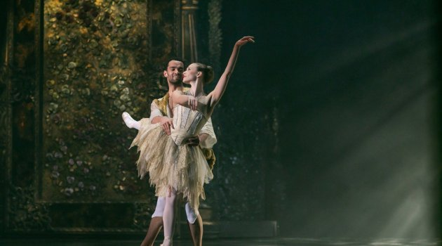 Yvette Knight with Brandon Lawrence in Beauty and the Beast, Birmingham Royal Ballet © Dasa Wharton 32