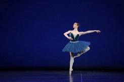 Alice Bellini performing Grand Pas Classique © Laurent Liotardo