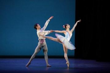 Rentaro Nakaaki and Julia Conway dancing Flames of Paris © Laurent Liotardo