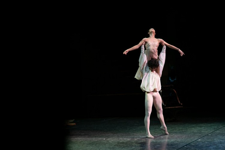 19 Francesca Hayward and Cesar Corrales, Romeo and Juliet © Dasa Wharton