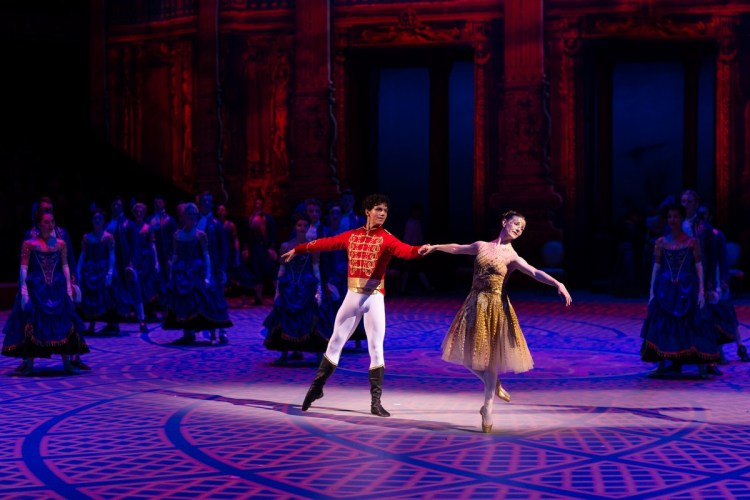 26 Christopher Wheeldon's Cinderella with English National Ballet © Dasa Wharton