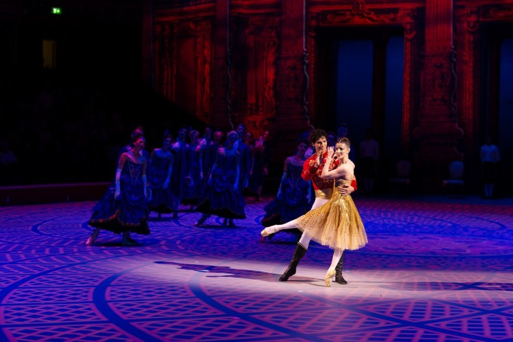 27 Christopher Wheeldon's Cinderella with English National Ballet © Dasa Wharton