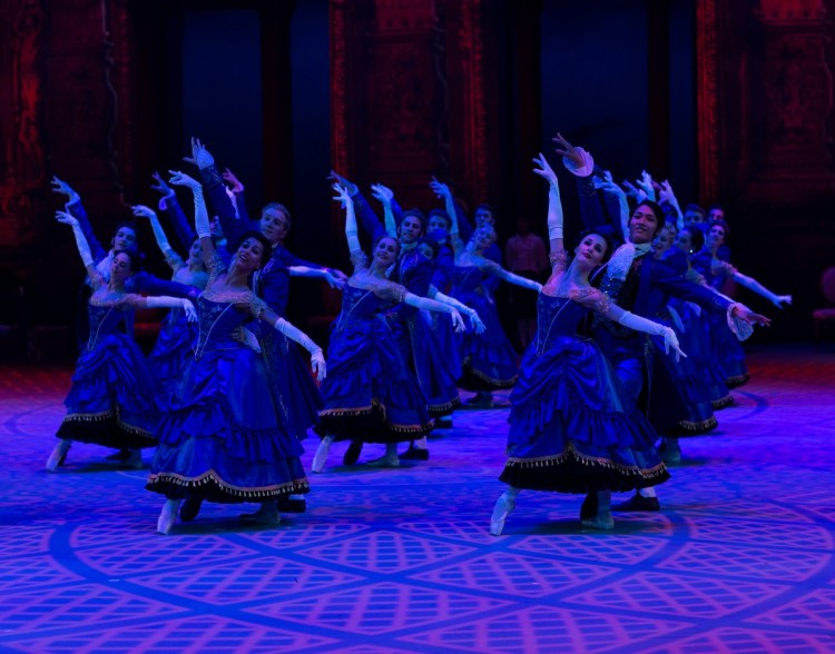 29 Christopher Wheeldon's Cinderella with English National Ballet © Dasa Wharton