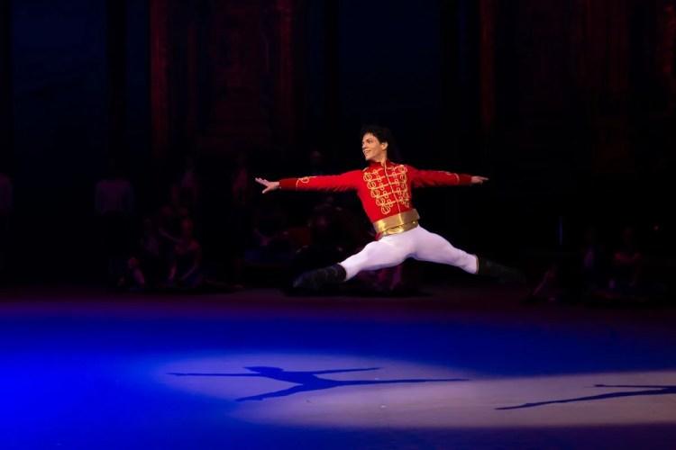 32 Christopher Wheeldon's Cinderella with English National Ballet © Dasa Wharton