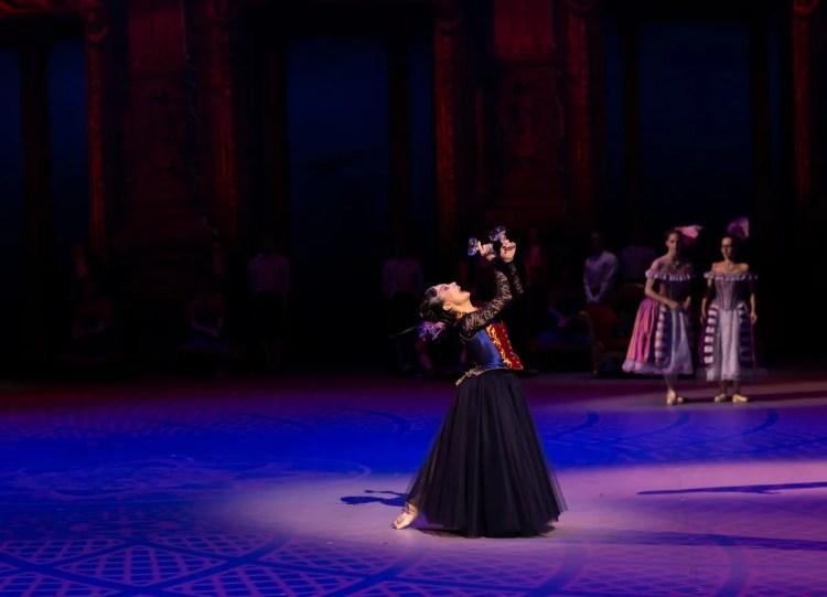 33 Christopher Wheeldon's Cinderella with English National Ballet © Dasa Wharton