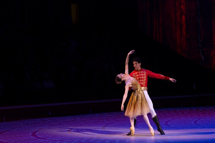 34 Christopher Wheeldon's Cinderella with English National Ballet © Dasa Wharton