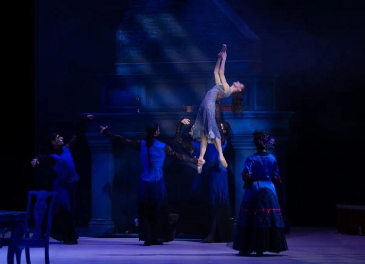 44 Christopher Wheeldon's Cinderella with English National Ballet © Dasa Wharton