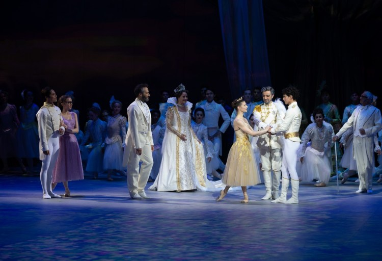 48 Christopher Wheeldon's Cinderella with English National Ballet © Dasa Wharton