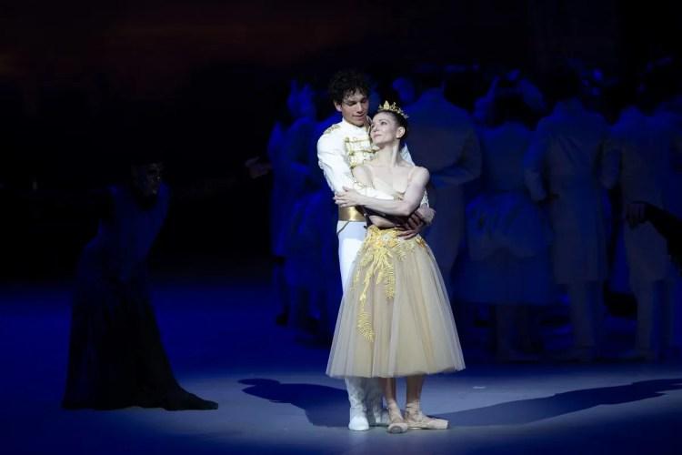 49 Christopher Wheeldon's Cinderella with English National Ballet © Dasa Wharton