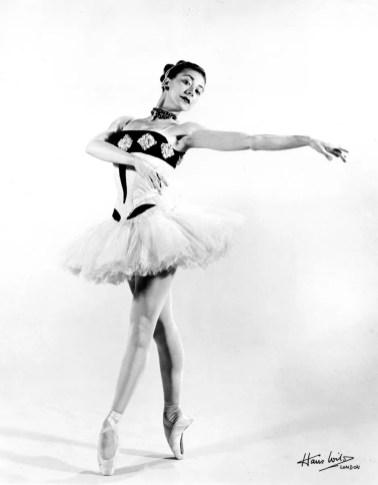 Margot Fonteyn in the Sadler's Wells Ballet production of 'Scèn