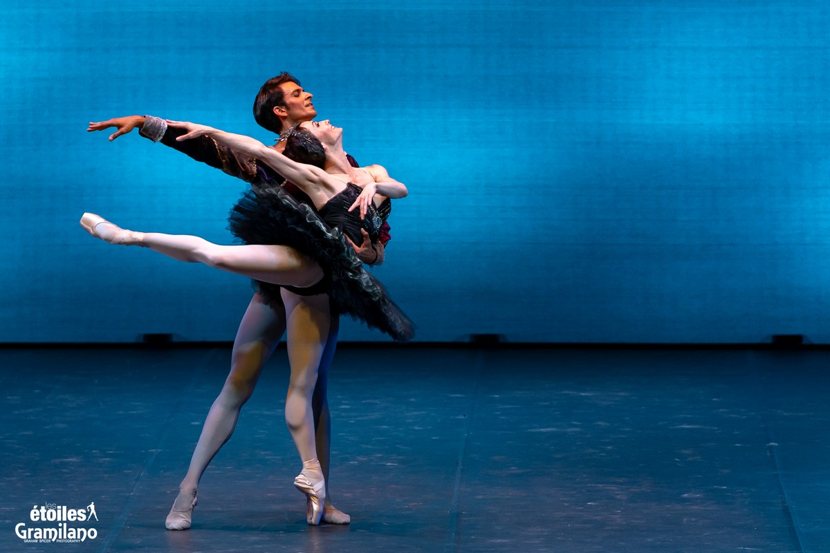 Swan Lake (Black Swan pas de deux, Act III) with Anna Tsygankova and Constantine Allen © Graham Spicer, Daniele Cipriani Entertainment 2
