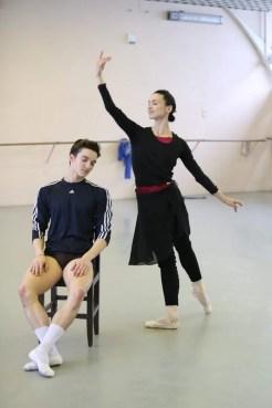 Shale Wagman with Olesya Novikova rehearsing La Sylphide at the Mariinsky theatre, photo by Svetlana Avvakum