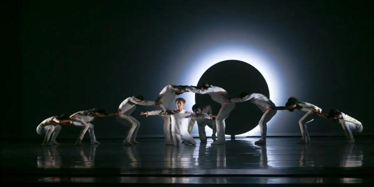 04 Alvin Ailey American Dance Theater in Jessica Lang's EN, photo by Dasa Wharton