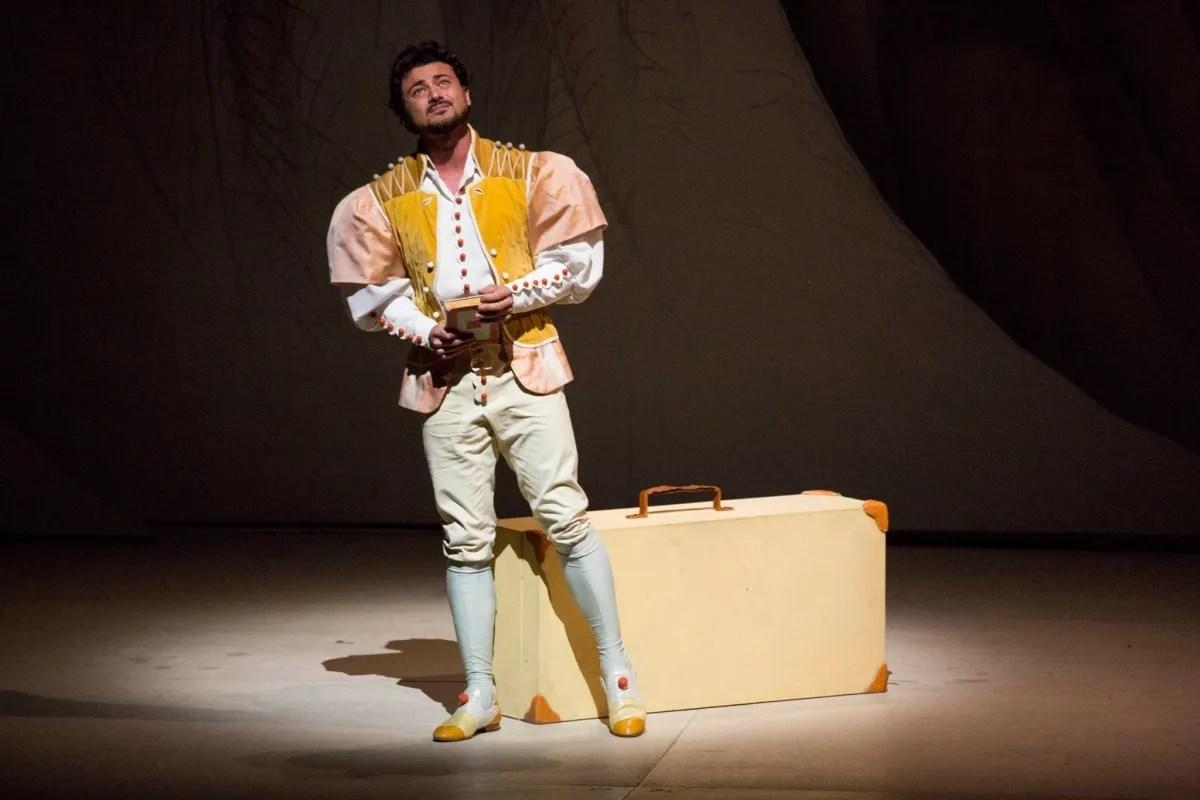 Vittorio Grigolo in L'Elisir d'amore, Teatro alla Scala, photo Brescia e Amisano