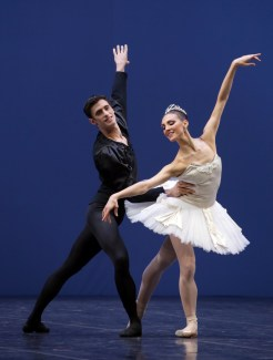 George Balanchine's Symphony in C with Martina Arduino Nicola del Freo © School of American Ballet 2019 02
