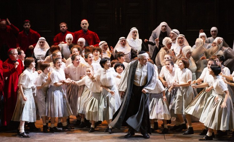 02 Tosca with Antoniozzi Voci and the children's chorus, photo by Brescia e Amisano, Teatro alla Scala 2019