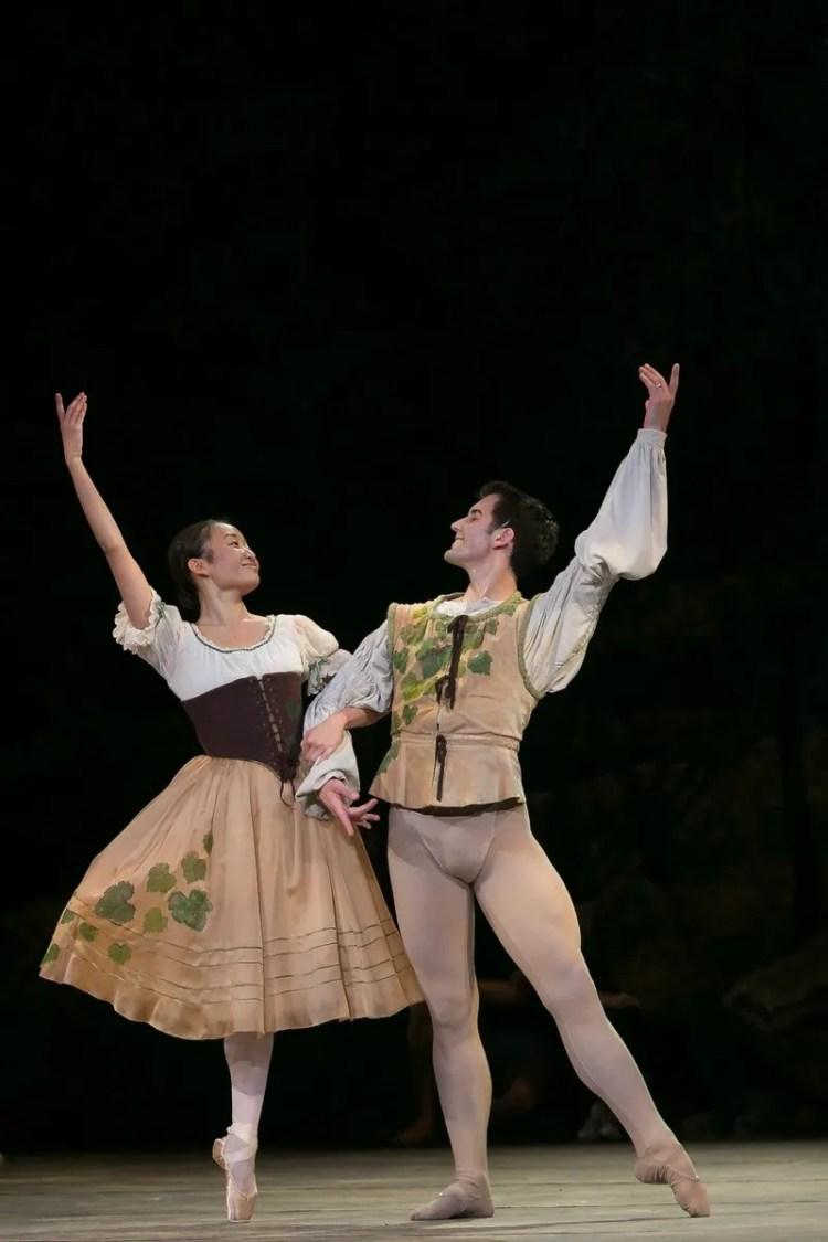 14 Giselle, Birmigham Royal Ballet, with Mathias Dingman,yaoqian Shang © Dasa Wharton 2019