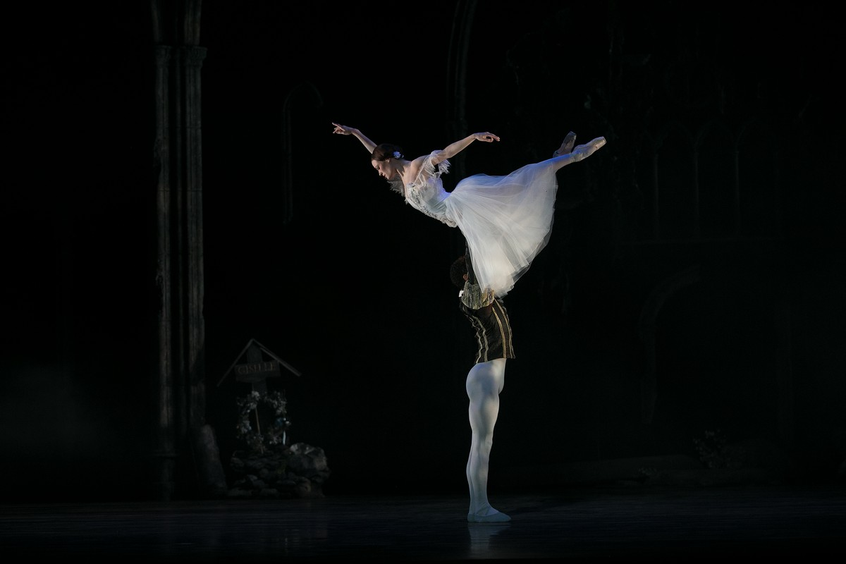 25 Giselle, Birmigham Royal Ballet, with Delia Mathews, Tyrone Singleton © Dasa Wharton 2019