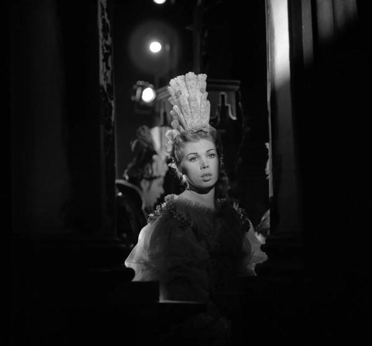 02 Mirella Freni in SERSE 1962 photo by Erio Piccagliani © Teatro alla Scala 01