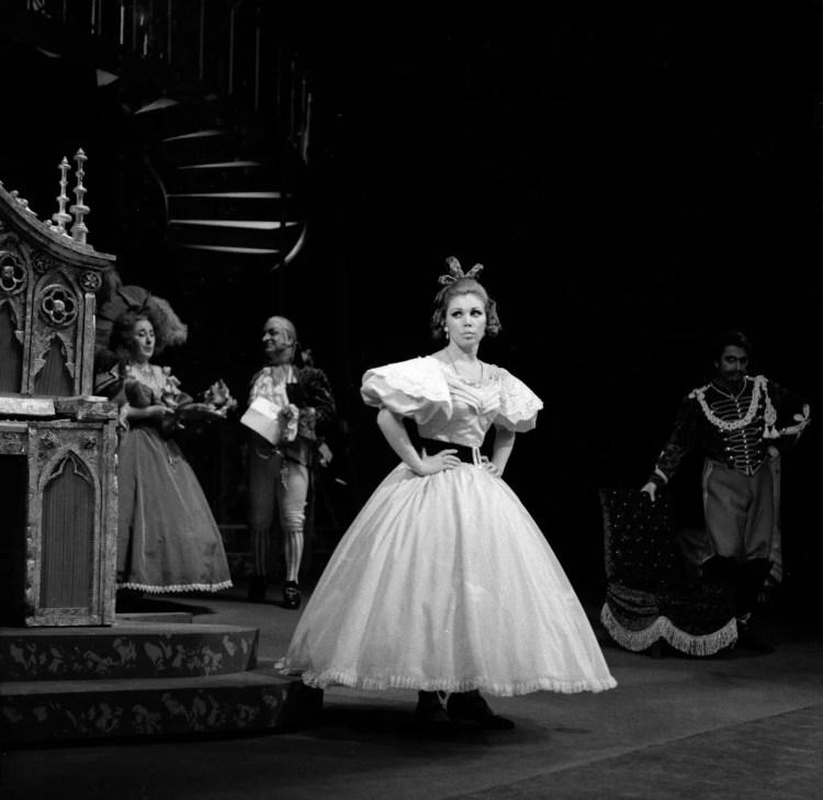 11 Mirella Freni in LA FIGLIA DEL REGGIMENTO 1968 photo by Erio Piccagliani © Teatro alla Scala