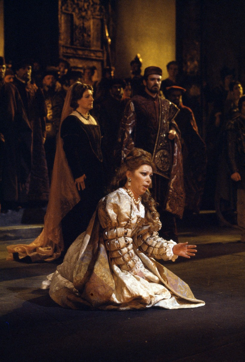Mirella Freni in Otello in 1980 photo by Lelli e Masotti
