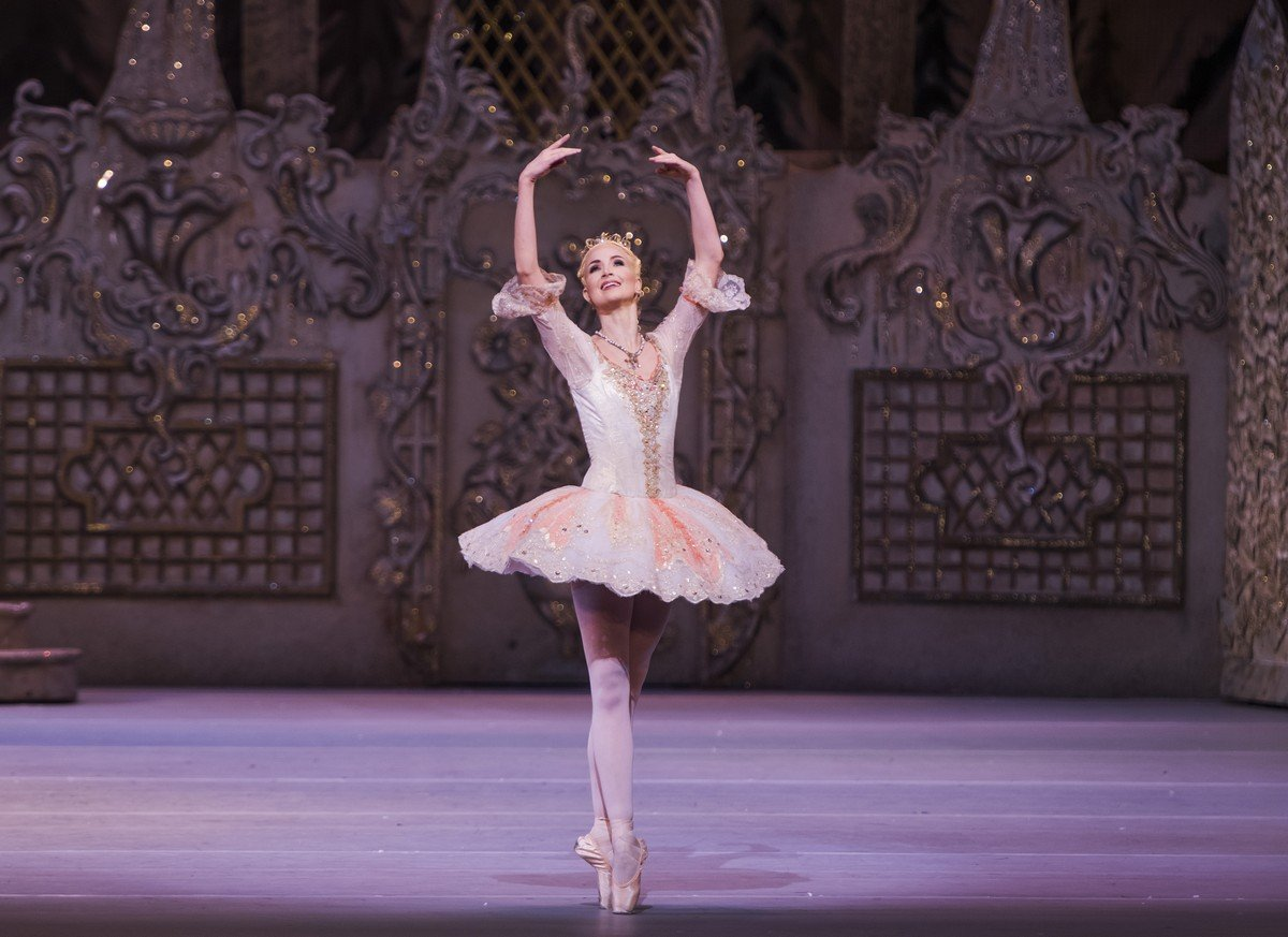 The Nutcracker. Lauren Cuthbertson as The Sugar Plum Fairy © ROH, 2015. Photographed by Tristram Kenton